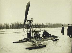 Общий вид аэро-буэра конструкции братьев А.и В.Лебедевых для езды по льду; мотор автомобильный - 25 лошадиных сил