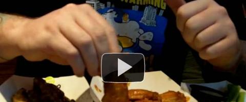 Как кушать куриные крылышки одной рукой и не пачкать вторую — для пива!