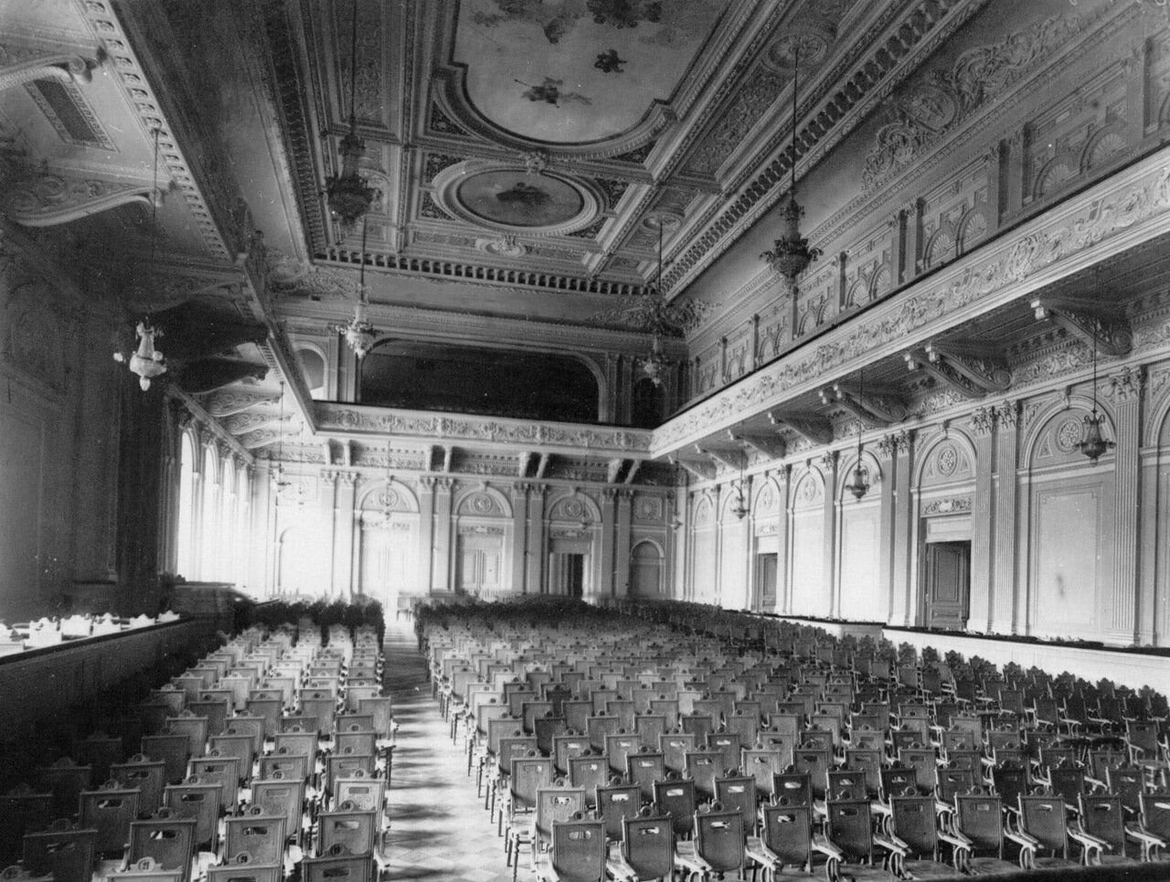 11. Вид на вход в зрительный зал консерватории