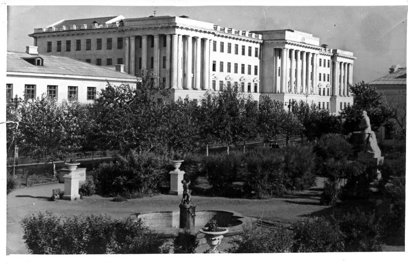 Копейск. Горный техникум. Фото П. Кунц, 1956 г.