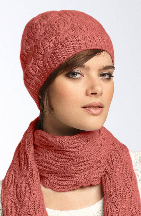С приходом зимы и холодов, стала носить шапки и шарфы.