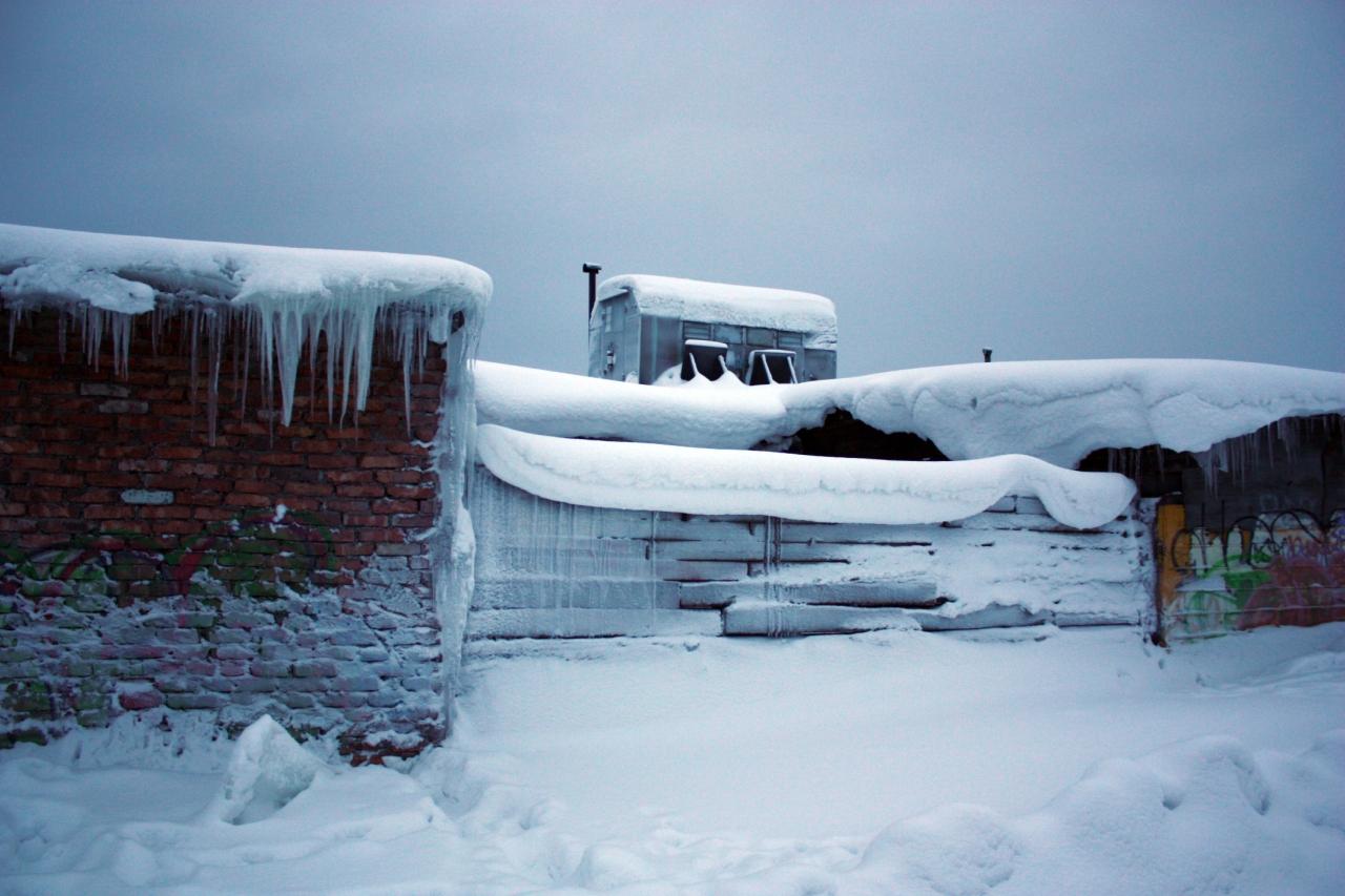 гаражи в зимнем уборе