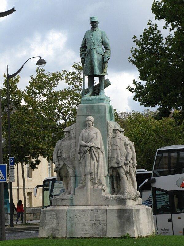 Памятник маршалу Файолю (Statue du Maréchal Fayolle). Париж
