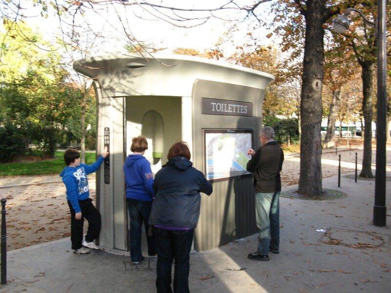 Сады Елисейских полей (Jardin des Champs-Élysées), Париж. Общественный туалет