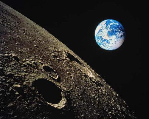 Вид на Закат Земли с Луны