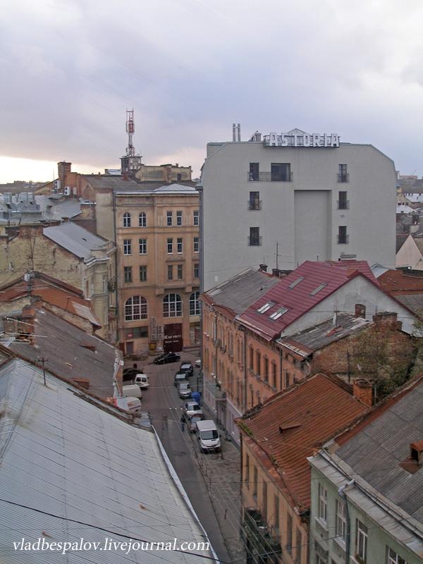 2014-10-18 Львів, панорама, дівчата та кумпель_(15).JPG