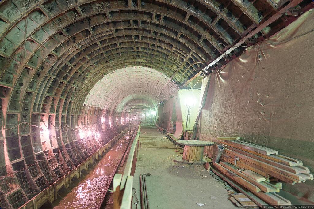 Идёт подготовка к отделке станционного тоннеля