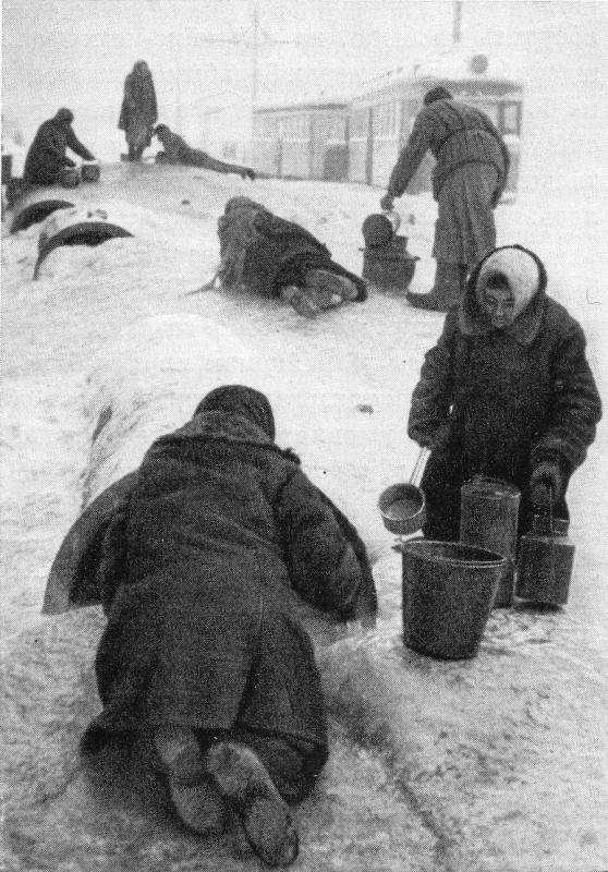 Блокада Ленинграда во время Великой Отечественной войны длилась с 8 сентября 1941 по 27 января 1944.