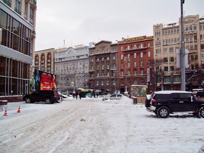 Площадь перед гостиницей Днепр зимой