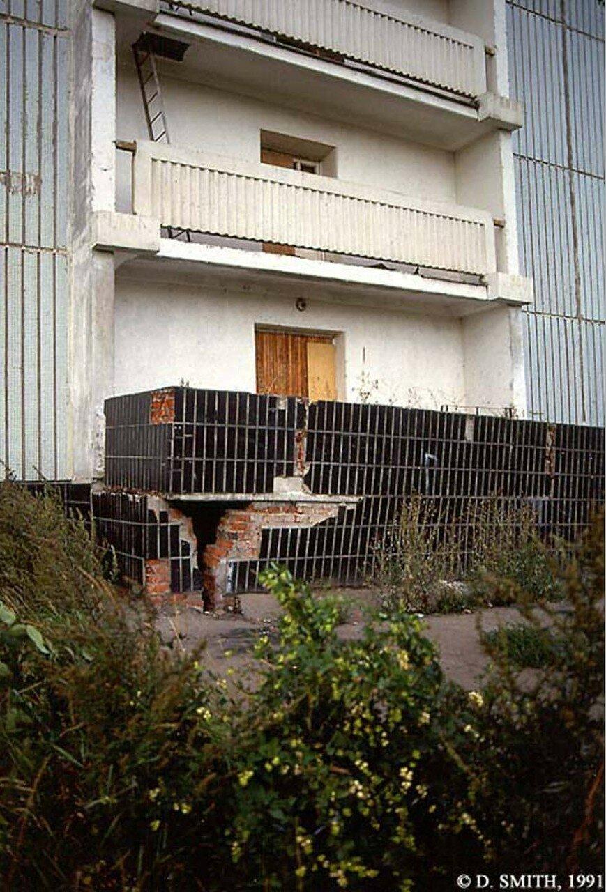 Вход в многоквартирный дом в пригороде Москвы