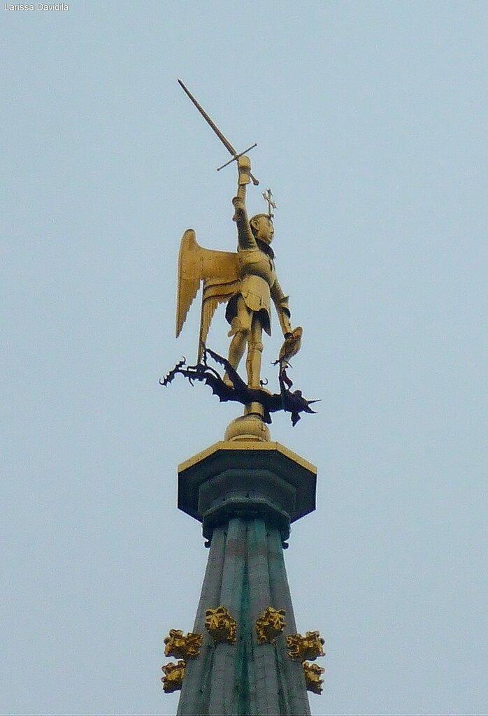 Статуя Архангела Михаила - покровителя Брюсселя.