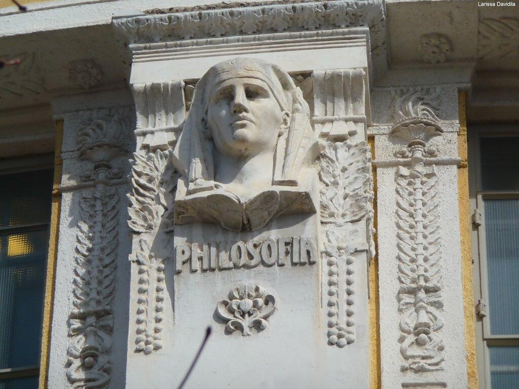 Рельефы на здании Национальной библиотеки (4).