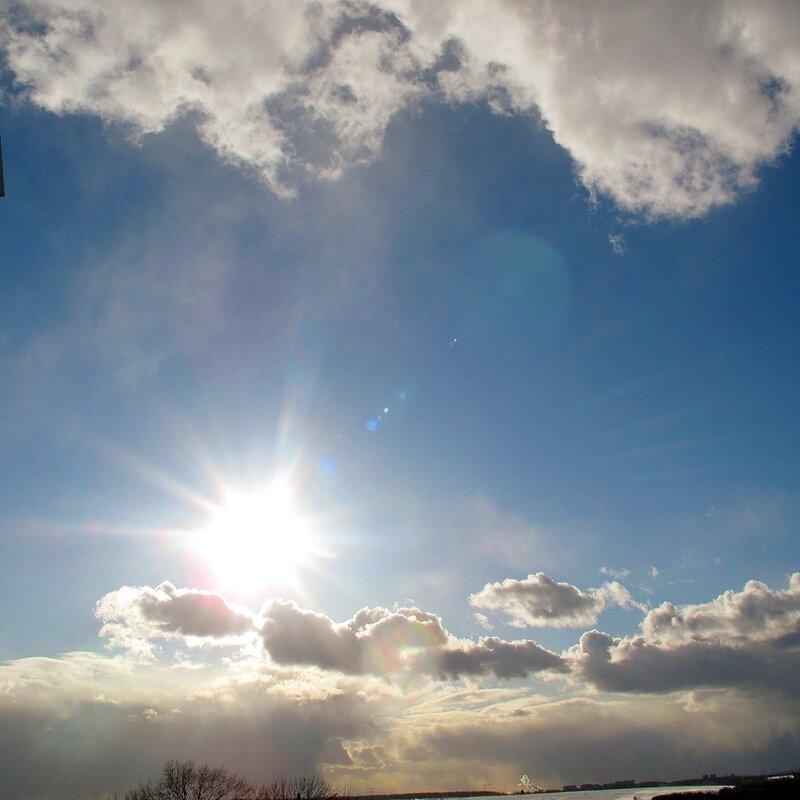 Весна,с.Остров,подворье,небеса