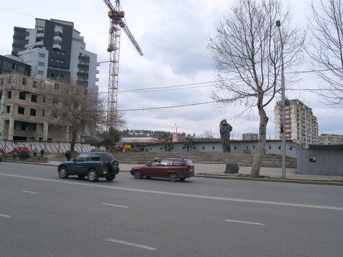 Около Кипшидзе, напротив парка Ваке