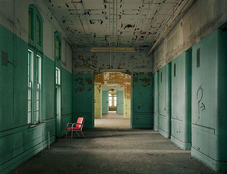 Заброшенные здания .Фотограф CHRISTOPHER PAYN