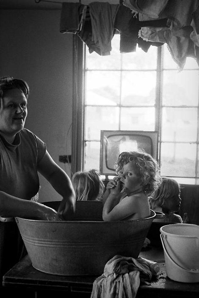 Суботняя вечерняя баня.. 1963 G.B. ENGLAND.