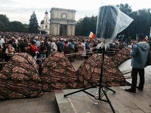 На главной площади Кишинёва появился палаточный лагерь