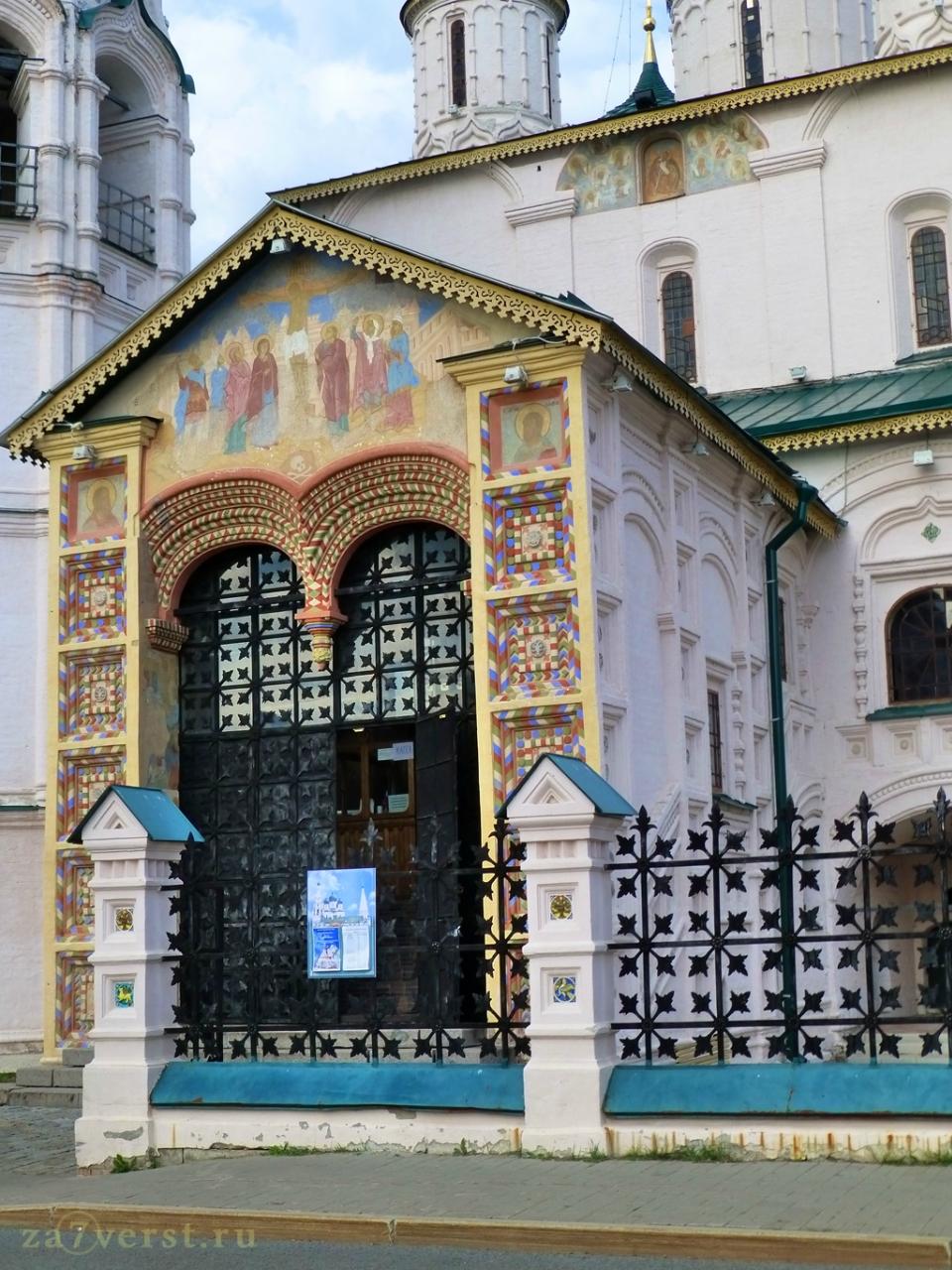 Северный вход в церковь Ильи Пророка. Ярославль