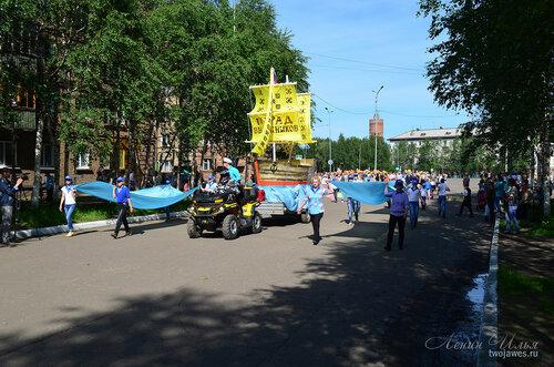 Фотография Инты №7740  Парад выпускников  переходит с площади Комсомольской на