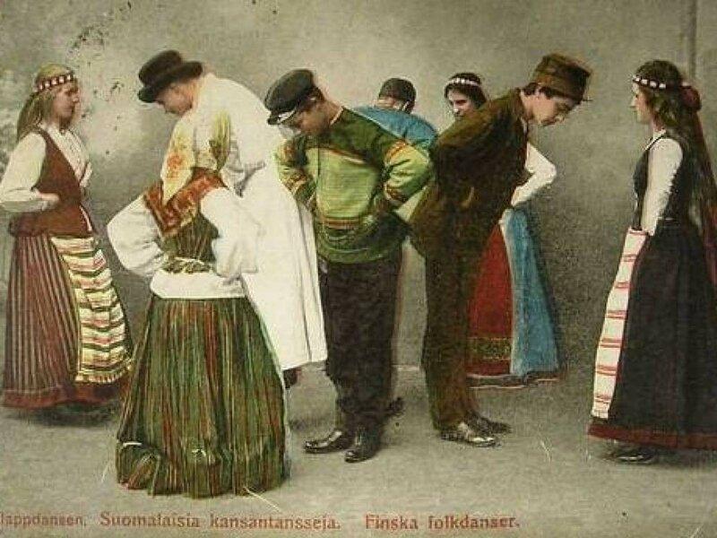 Финские ножи Вплоть до 19-го века в Финляндии, когда девушка достигала возраста замужества, ее отец вешал ей на пояс пустые ножны. Если мужчине нравилась девушка, он просто клал свой нож в ее ножны. Если девушка возвращала нож, значит его владелец ей не интересен, но если сохраняла — значит дело шло к свадьбе.