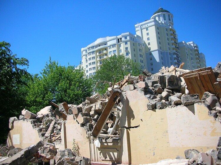 Снос двухэтажного дома в 2010 г, фото С.Кобзев