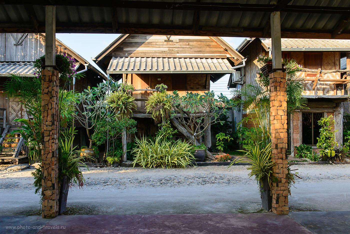 Фото 14. Избушки на курьих ножках в городе Ranong. Отели в городе Ранонг. Поездка по Таиланду на автомобиле (640, 32, 9.0, 1/100)