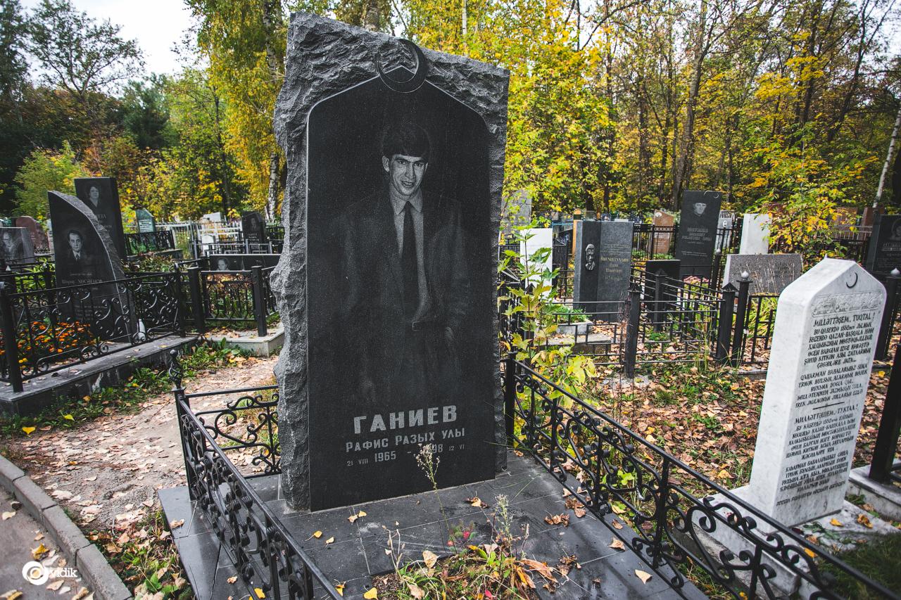 Фото могилы и памятника ведьмы памятник на кладбище цена фото характеристики