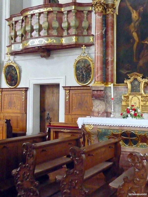 Фрагмент интерьера церкви.