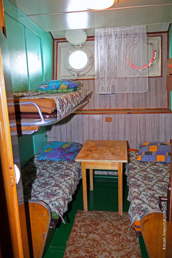 Трехместная двухъярусная каюта №81 на нижней палубе теплохода «В.М.Зайцев»