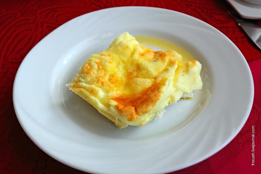 Омлет из 2-х яиц с сыром