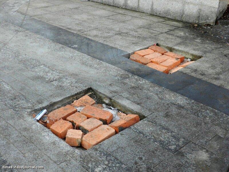 Исчезли 2 шарика из сквера почетных горожан. 28-02-2012г