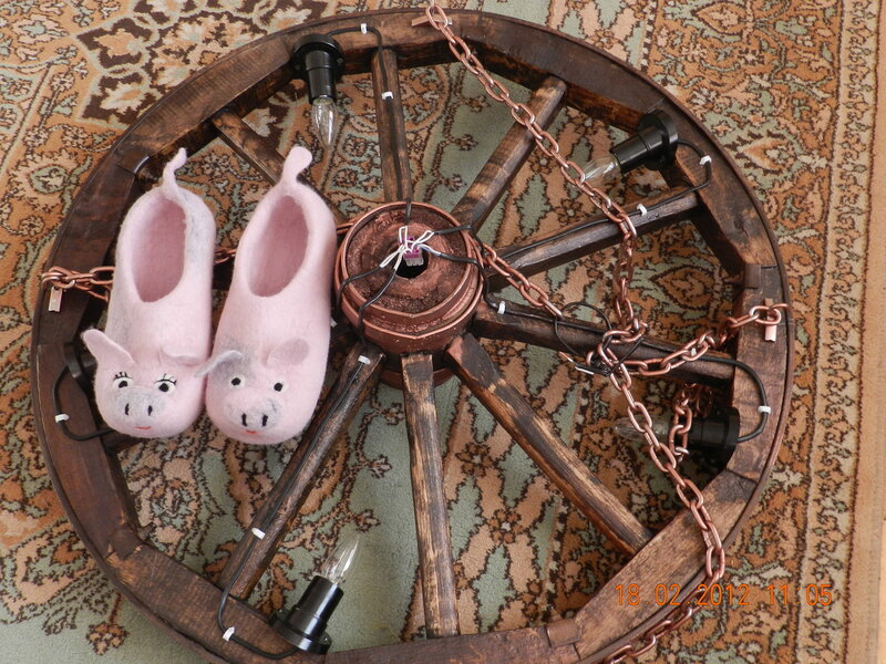 Люстра из колеса прялки своими руками