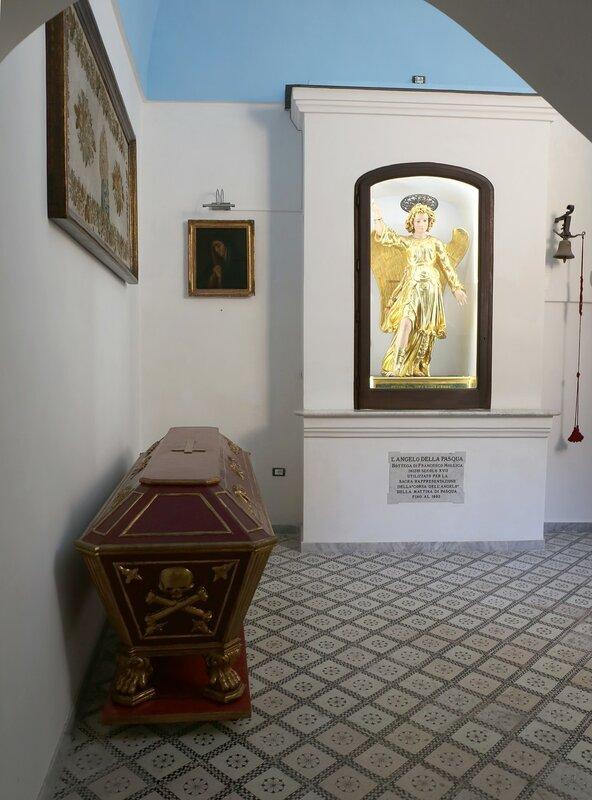 Искья, Форио.  Церковь Санта-Мария-Визитаповери (Chiesa Santa Maria Visitapoveri)