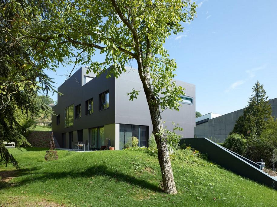 Монолитный трехэтажный особняк Schuler Villa в Швейцарии
