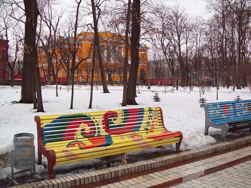 Скамейка в парке Шевченко