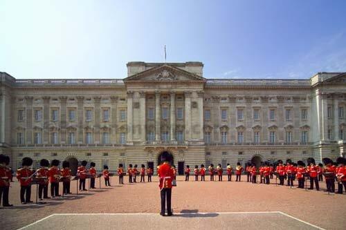 Охрана королевского дворца Великобритании