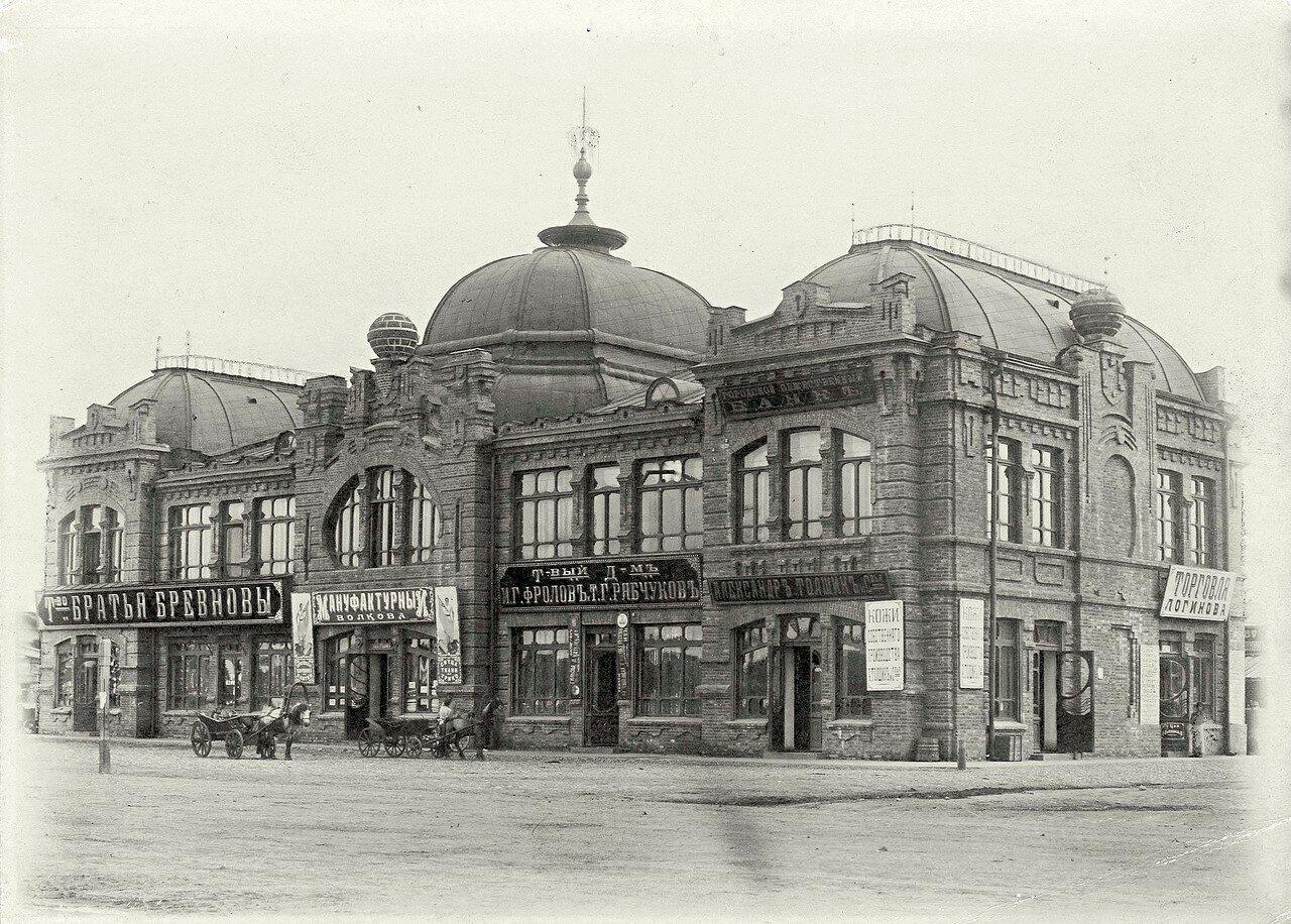 Здание торгового центра на Новобазарной площади