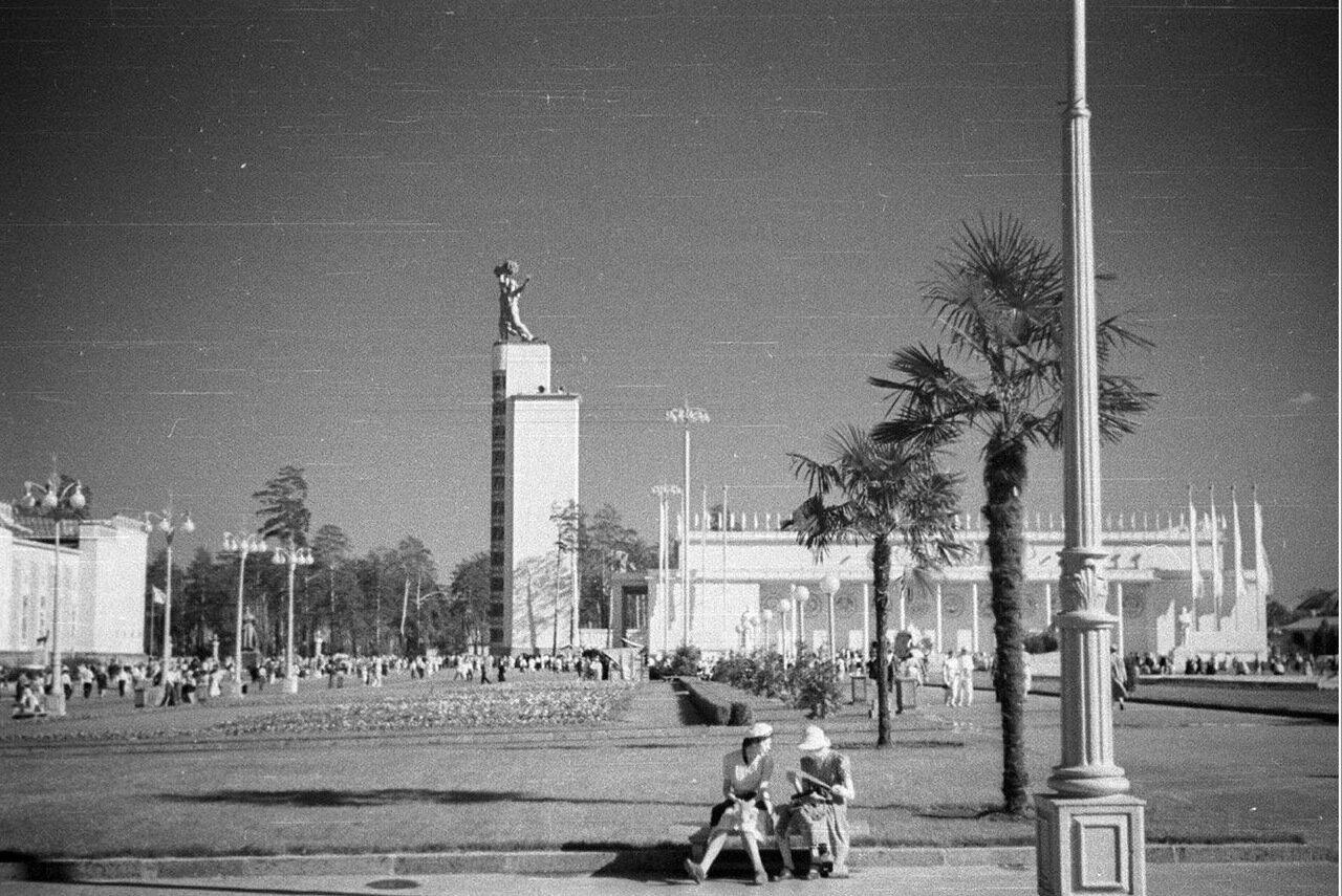 95. Центральный павильон «СССР»