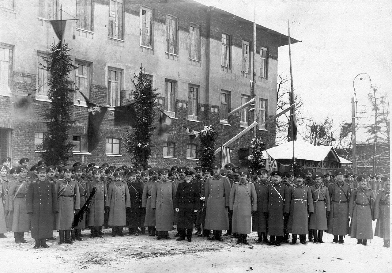 04. Группа офицеров с премьер-министром Коковцовым В.Н. 1914