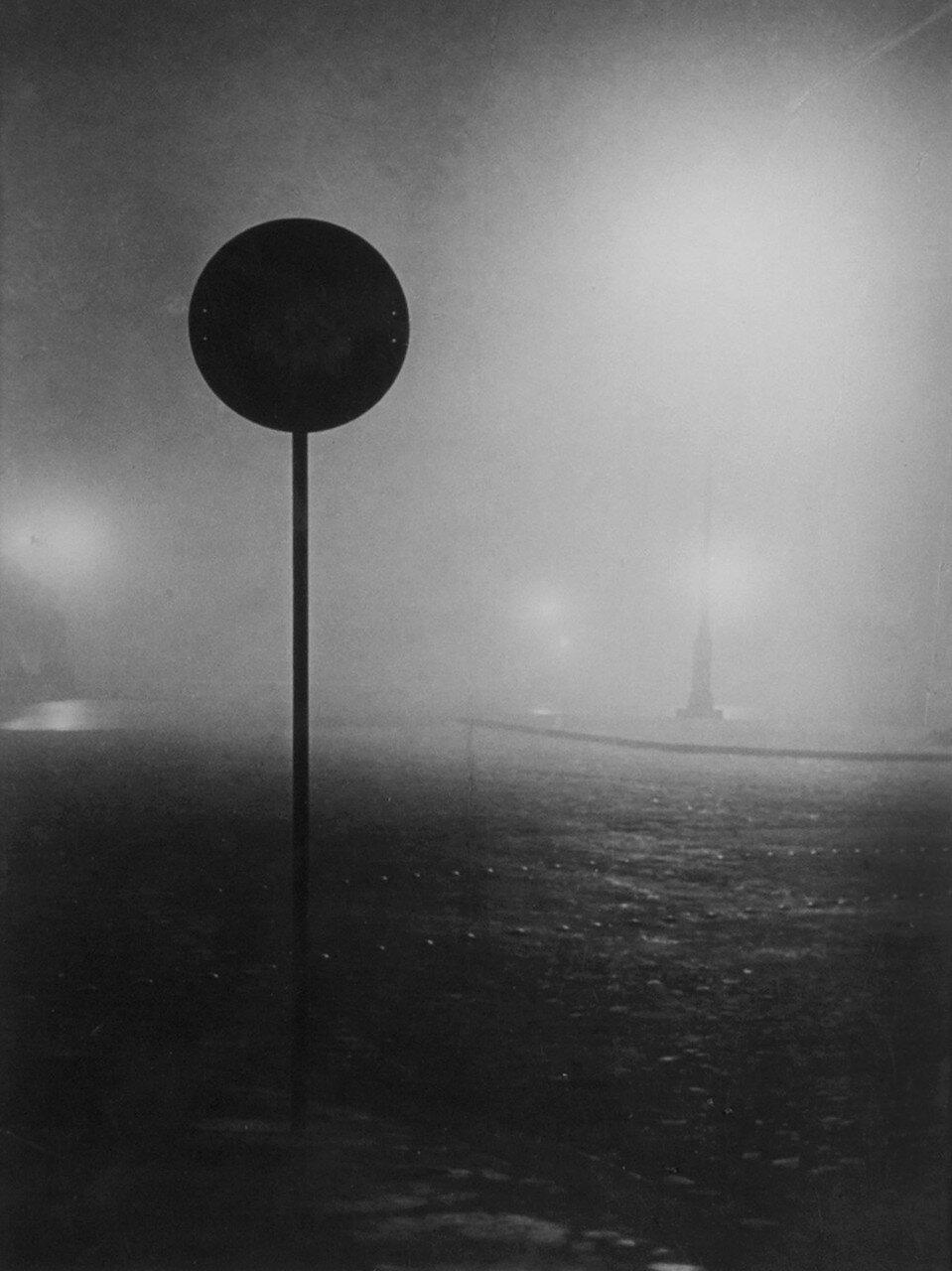 1934. Площадь Данфер-Рошро в тумане