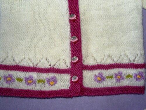 Çiçek desenli elbise, hırka ve bere modeli