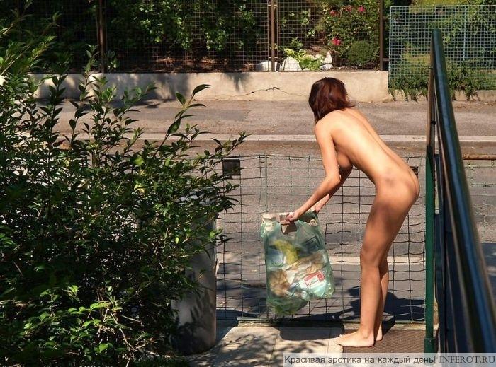 1.Обнаженные девушки на публике (75 фото)