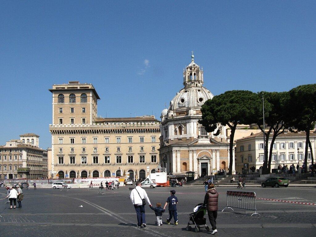 Рим. Площадь Форума Траяна. Церковь Святой Марии Лоретанской (Chiesa di Santa Maria di Loreto)