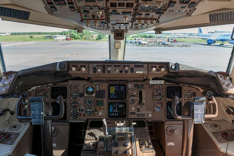 Boeing 757-230 (RA-73017) ВИМ-Авиа D701055