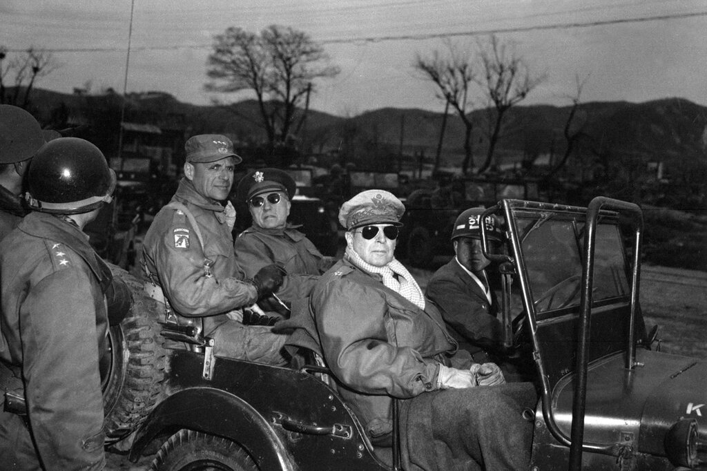 WAR & CONFLICT BOOKERA: KOREAN WAR/PERSONALITIES & POLITICS