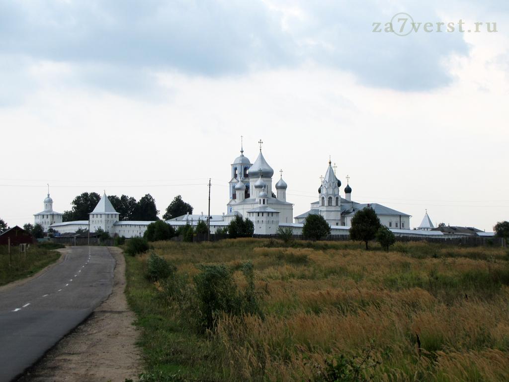 Никитский монастырь вид с дороги