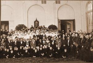 Группа участников церемонии открытия лазарета для служащих Северо-Западной железной дороги.