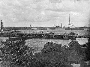 Понтонный Дворцовый мост через Неву