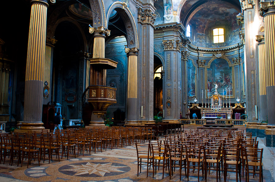 Если сравнивать с Равенной, то соборы выглядят богаче.