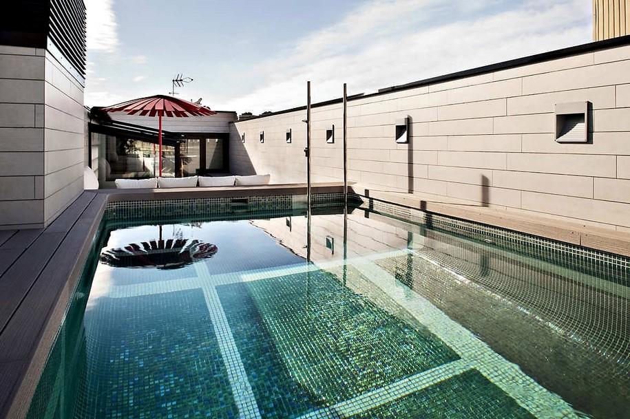 Компактный трехэтажный дом в Барселоне от Ferrolan LAB